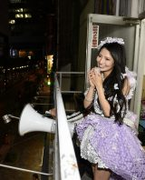 バルコニーでファンに最後のあいさつ=AKB48・倉持明日香卒業公演(C)AKS