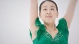 新CMで優雅なスケーティングを披露している浅田真央