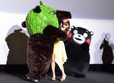 映画『テッド2』完成披露試写イベント こじはるに襲いかかるメロン熊 (C)oricon ME inc.