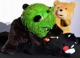 映画『テッド2』完成披露試写イベント ダンスした勢いでくまモンに襲いかかるメロン熊 (C)oricon ME inc.