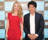 映画『ワイルド・スピード SKYMISSION』のブルーレイ&DVDリリース記念イベントに出席した(左から)ローレン・マイコラス、堀江貴文氏