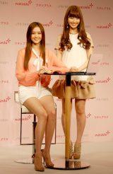 『ワタシプラス 美容女子会』にゲストとして出席した(左から)観月ありさ、AKB48・小嶋陽菜 (C)ORICON DD inc.