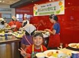 料理の出来栄えに大満足の子供たち