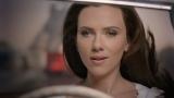 『LUX』新CMで美しい髪をなびかせるスカーレット・ヨハンソン