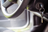 「車上荒らし」による損害は自動車保険で補償される?