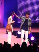『Seventeen夏の学園祭 2015』に登場した阿部菜渚美&福士蒼汰 (C)ORICON NewS inc.