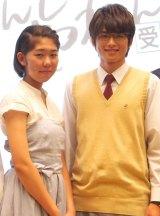 (左から)大賞を受賞した丸山美海さん、主人公を演じる白洲迅 (C)ORICON NewS inc.