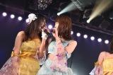 チーム4をまとめた(左から)木崎ゆりあ、峯岸みなみ=AKB48チーム4の「アイドルの夜明け」千秋楽公演(C)AKS