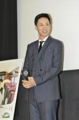 映画『ロマンス』の初日舞台あいさつに登壇した大倉孝二