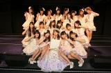 チームEメンバーに囲まれてSKE48を卒業した松井玲奈(C)AKS