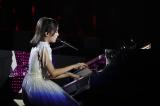 フルオーケストラとともにピアノ演奏した生田絵梨花
