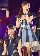13thシングル「今、話したい誰かがいる」を初披露した(左から)乃木坂46の西野七瀬、白石麻衣 (C)ORICON NewS inc.