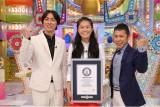 女子サッカー選手の澤穂希がギネス世界記録達成。ナインナィナインら立会いの下で認定証授与式が行われた(C)テレビ朝日