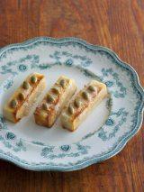 乾物をヨーグルトでもどす乾物ヨーグルトのレシピ本『腸内フローラを整える決定版〜ヨーグルトでもどす魔法の乾物レシピ』(主婦の友社)/写真は高野豆腐を使った「高野豆腐のスティックケーキ」