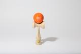 10日よりビームス ジャパン1Fで発売される、ビームスのブランドロゴ入りけん玉