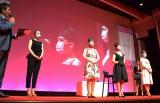 3人の一般女性をオードリー・ヘップバーン風に仕上げた(左)ものまねメイクタレントのざわちん (C)oricon ME inc.