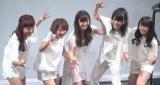 ニューシングルが日本レスリング協会公認ソングのため、報道陣からレスリングポーズを求められた℃-ute (C)ORICON NewS inc.