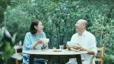 『サッポロ一番 グリーンプレミアム0(ゼロ)』の新CMで熟年夫婦を演じる(左から)吉田羊、高橋克実