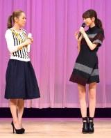 ガールズトークを繰り広げる(左から)西野カナと桐谷美玲 (C)oricon ME inc.