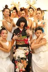 華やかなヘアメイク、着物に身を包みショーに出演した南明奈