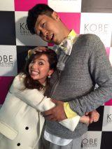 『神戸コレ2015AW』に出演した中村アンと小籔千豊