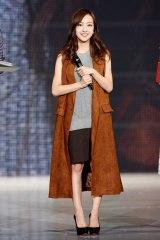 『神戸コレ2015AW』でランウェイを飾った板野友美