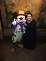 10月1日放送、テレビ朝日系『夜の巷を徘徊する3時間特集』で東京ディズニーシーを初めて訪れたマツコ・デラックス(C)Disney