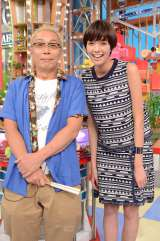 日本テレビ系人気番組『1億人の大質問!?笑ってコラえて』(毎週水曜 後7:00)の新MCに佐藤栞里(右)が就任 (C)日本テレビ