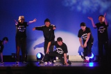 かつて在籍したダンスチーム「ANGEL DUST BREAKERS」と29年ぶりに本格的パフォーマンスを行ったナインティナイン岡村隆史(中央)=『大阪ラフフェス!in 中之島6DAYS LIVE』内のイベント「岡村隆史のDANCE BOKAN」 (C)ORICON NewS inc.