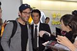 9月14日午後9時過ぎ、空港の到着ロビーでファンの歓迎を受けるポール・ラッド