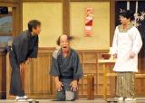 """吉本新喜劇の舞台で""""髪吹き芸""""を披露した海原はるか・かなた (C)ORICON NewS inc."""