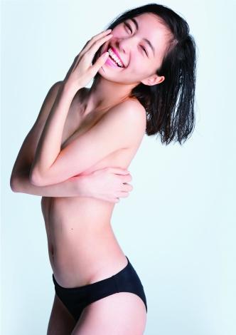 ファースト写真集『Jurina』(C)渡辺達生/週刊プレイボーイ
