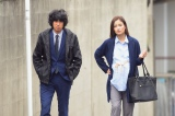 自身の経験を活かして、妊娠8ヶ月の主人公・速水悠里を熱演する黒木メイサ。左はコンビを組む土橋刑事役の渡辺大知(C)NHK