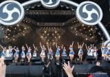 初登場のAKB48はヒット曲のオンパレード(20日、『イナズマロック フェス 2015』雷神ステージ)