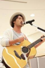 イオンモール堺北花田でイベントを行ったナオト・インティライミ