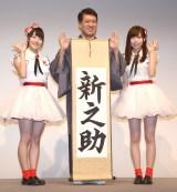 新潟ふるさと名物大使として堂々とPRをした(左から)NGT48の加藤美南、宮島亜弥と泉田裕彦新潟県知事(中央)(C)ORICON NewS inc.