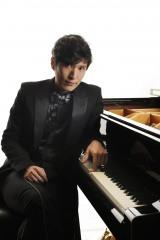 10月16日スタート、TBS系ドラマ『コウノドリ』ピアノテーマ・ピアノ監修だけでなく俳優として出演もする清塚信也