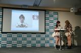 次世代型クラウド通訳サービス『J-TALK』を体験した(左から)高橋朱里、平田梨奈(C)AKS