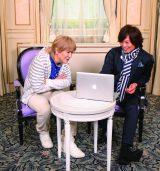 『J-MERO』が教えてくれた 世界でウケる 「日本音楽」で対談した小室哲哉&つんく♂(C)加藤千絵 (C)NHK (C)日本国際放送 (C)まつもとあつし (C)ぴあ株式会社