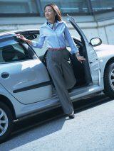 会社の車を運転中に事故を起こした場合、損害賠償は請求されるのか?