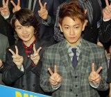 (左から)映画『バクマン。』初日舞台あいさつに出席した神木隆之介、佐藤健 (C)ORICON NewS inc.