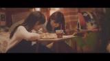 乃木坂46新曲「今、話したい誰かがいる」MVより(左から白石麻衣、西野七瀬)