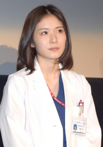 女医役の松岡茉優