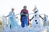 TDL『アナ雪』パレードではアナたちのほかにクリストフやハンスも登場する