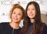 新ブランド「KOE」発表会で、初の母娘共演を果たしたChara(左)とSUMIRE (C)oricon ME inc.