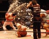 プロレス団体「WRESTLE-1」のファン感謝デーイベントでおっぱい先生として戦ったスギちゃん (C)ORICON NewS inc.