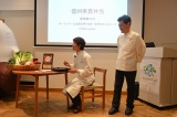 「GINZA kansei」の坂田幹靖シェフ(右)の料理を本人の前で実食 (C)ORICON NewS inc.