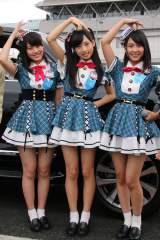 『東京モーターショー』のプレビューイベントに出席したAKB48のTeam8メンバー3人(左から:茨城代表:岡部麟、東京代表:小栗有以、兵庫県代表:山田菜々美) (C)oricon ME inc.