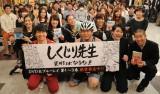 トライアスロン用のユニフォーム姿で登場した堀江貴文氏(前列左から2番目)(C)テレビ朝日