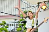 初の学園祭ライブを行ったLAGOONのNANA.(B) 撮影:河上良